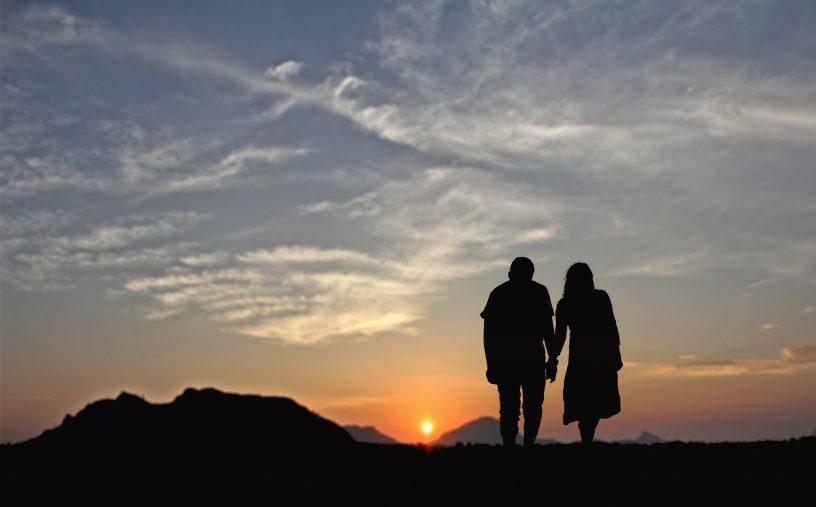 Ein Partnerschaftsvertrag ist für unverheiratete Paare wichtig.