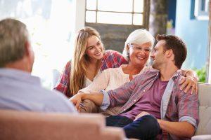Das Adoptionsrecht unterscheidet zwischen Volljährigen- und Minderjährigenadoption.