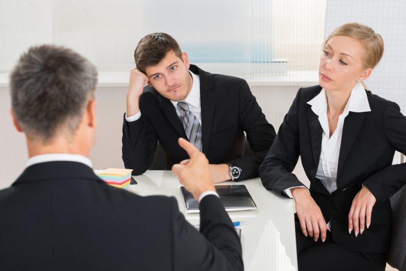 Pflichtteilsberechtigte Erben können ihre Ansprüche gegenüber der Erbengemeinschaft geltend machen.