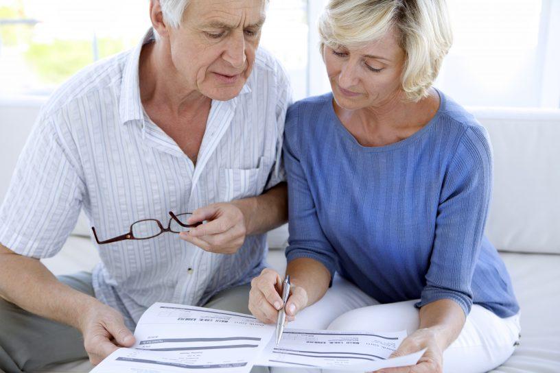 Bei Schenkungen zwischen Eheleuten ist der Steuerfreibetrag zu beachten.