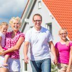 Beim Hauskauf sollten die Angehörigen abgesichert werden.