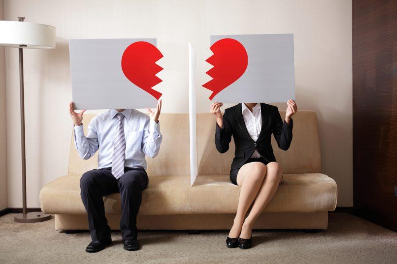 Scheidungswillige Paare sollten mit einem Notar ihre Testamente überarbeiten, um so ungewollte Überraschungen im Todesfall eines Partners zu vermeiden.