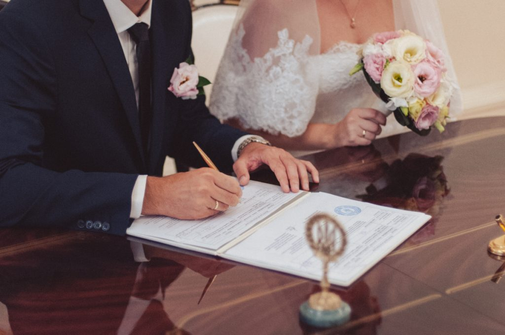 Ehevertrag regelt Rentenansprüche und Unterhalt